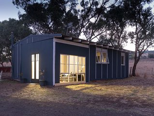 Monash Cottage - Located at the foot of Red Rock Scenic Lookout Alvie VIC