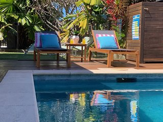 Tropical retreat 5 minutes from Holloways Beach and close to the city of Cairns
