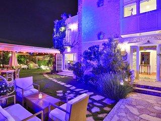 Luxury Stone Villa,Large Garden,Swimming Pool, Very Close the Beautiful Beach .