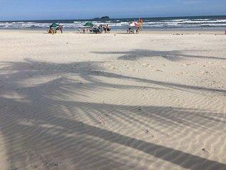 Guarujá -Praia Enseada -200 metros da praia super confortável !