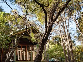 Cozy Studio Chalet perfect for couples and a veranda overlooking the bushland