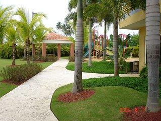 3-Level Ocean View / Beachfront Penthouse in Resort-type Complex: