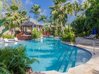Modern Townhouse, Short Walk to the Beach, Swimming Pool w/ Waterfalls, Lounge A