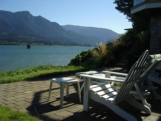 Waterfront 'Columbia Gorge River House' - Stunning Views, Private Water Access!