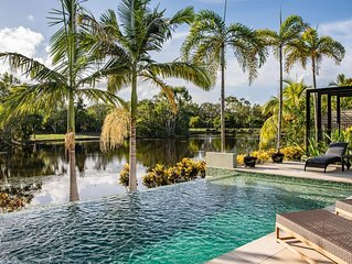Tranquility by the Lake - Luxury Holiday Home Port Douglas