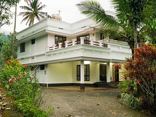 Posh Rooms/Peaceful and Green Part of Munnar