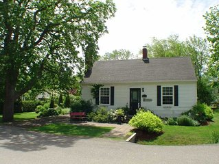 'Once Upon a Time' Cottage.  Walking distance to all amenities. Private.