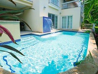 Huge luxurious condo w/Private Pool in Beautiful Lawson Rock