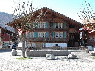 Historical Village Retreat. 2 min walk to trains. Sleeps 2-4. Renovated Studio.