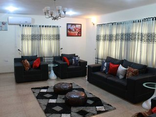 3 bed/luxury/penthouse/24 hr power/pool/tennis court/free wifi