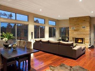 Blue Cliff Retreat - Award Winning Property