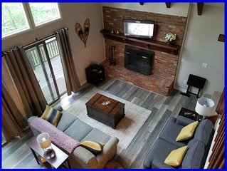 BEAUTIFUL, TOP OF the MOUNTAIN BIG CHALET HOME! Grill, Views, WIFI! Fireplac