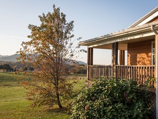 Luxury Cabin for 8 * River's Bend Ranch; river access & trail rides on site.