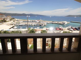 Seafront apartment for 4+1 at Apartments Villa Ana - open sea view