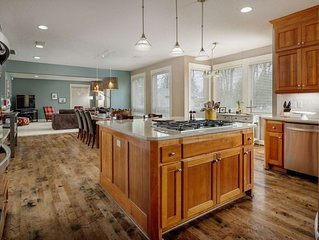 Elite Luxury Near Portland - Open Floor Plan, Hot Tub, Ping Pong, Game Room, 20