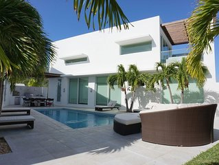 Stylish Ocean Pool Villa with private courtyard and pool in Great Exuma, Bahamas