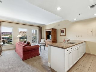 Lake View Penthouse, Steps to the Lake, Grocery store and Restaurants