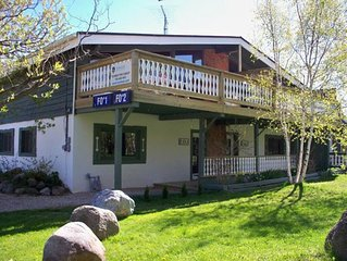 4 bdrm Blue Mountain cottage, great views, minutes to Private Beach on Georgian
