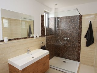 Modern villa villa with a pool, four bedrooms, three bathrooms
