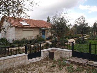 The Walnut House - A beautiful country cottage near Jerusalem