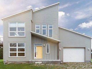 Sunridge beach house paradise (with lake views) August 25-31 $2000
