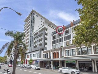 Impeccable 2 BR Executive Aprtmnt - Central Wollongong CBD - 2 secure car spaces