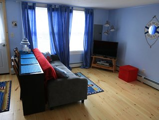 Great Location!Walk to Beach/Pier in 5 minutes-Cottage Sleeps 6;12 w/front unit