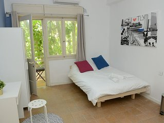 25-ROOM WITH BALCONY IN THE HEART OF FLORENTIN WITH FREE NETFLIX