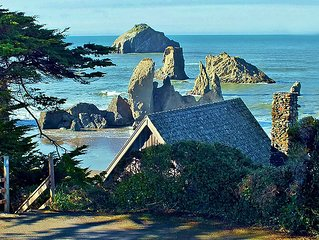 Beach cabin with a private deck overlooking the best beach on the Oregon coast