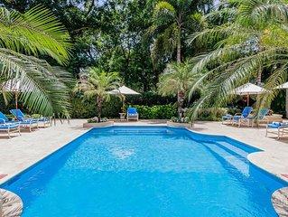 Stunning Beachfront Villa, Private Access to Gibbs Beach, Swimming Pool, Media R