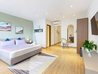 Christina's HL∙ Balcony Suite w/ BAY VIEW & POOL