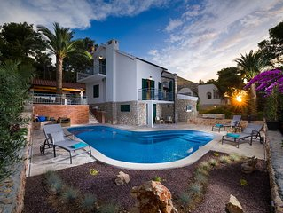 VILLA BLUE & GREEN, holiday home with sea  view on Hvar, Jelsa