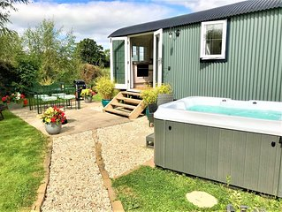 Stunning Shepherds Hut with Hot Tub in beautiful rural Cheshire near Nantwich