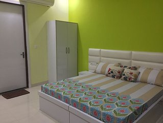 Baba Home Stay(Luxury Rooms)- Stay with Indian Family.