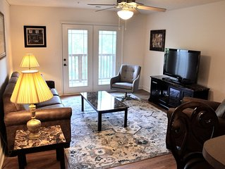LAKEFRONT! Dock available. 4 Bedroom 4 Bath Condo 1.5 Miles from Clemson Stadium