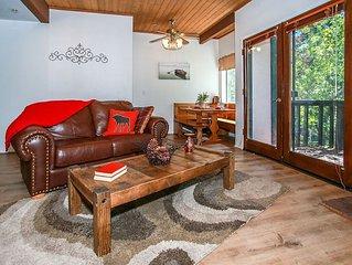 Viking Estate Furnished Tri-Level Condo / Indoor Complex Pool & Spa