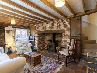 Historic Cottage in village very close to Canterbury