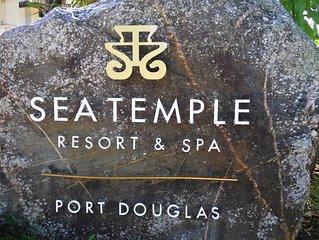 Sea Temple  Port Douglas 2 Bedroom Penthouse - Free Wi Fi - Netflix - Wine