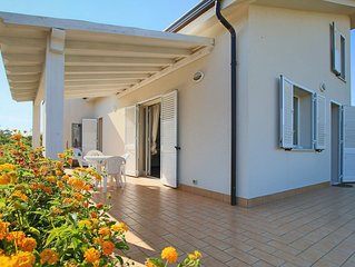 Spacious 3 bedrooms Villa with Garden, Terrace, BBQ, A/C, Wi-FI, near the beach!