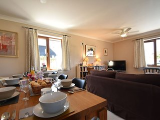 Stoats, a family & dog friendly holiday home for 8, close to the beach &  Rye