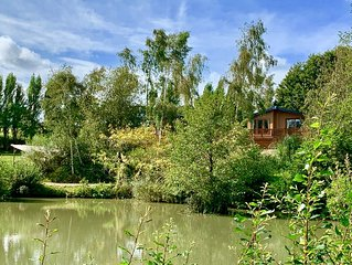 Stunning Lake side Lodge, sleeps 4, 3 miles from the golden sands of Ryde.