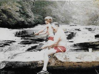 Tiger Creek Suite #8 Family Suite - view Beautiful Falls and Rushing Creek