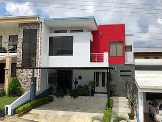 Contemporary house in Private Condo, close to SJO airport