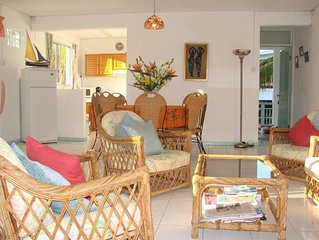 Delightful apartment with pool next to fantastic beaches, restaurants & shops