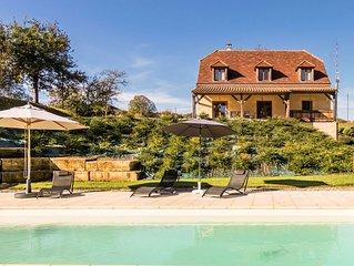 Luxury villa with heated pool on the edge of Montignac.