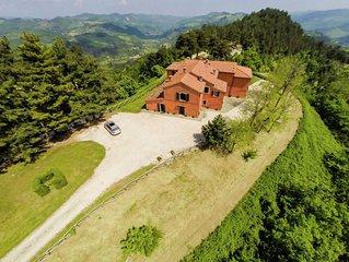 Sprawling Villa in Tredozio with Swimming Pool