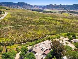 Spectacular Views, Quiet Retreat, Walk to Wineries, Nature Abound!