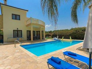 Villa Tsikkos Ena: Beachfront, Pool, A/C, Wifi