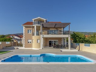 Perfect accommodation for 10 with villa Neda