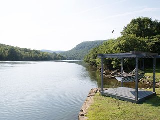 Riverfront home sitting in the heart of the Tennessee River Gorge 4 bdrm/4 bath